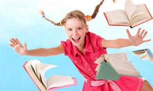 Помогите своему ребенку учить английский. Дети — замечательные ученики, способные и благодарные.