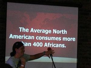 В среднем житель Северной Америки потребляет более чем 400 африканцев