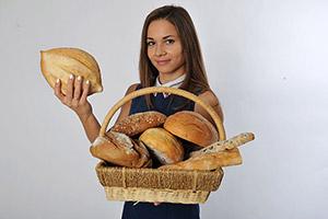 a breadwinner — добытчик, кормилец семьи