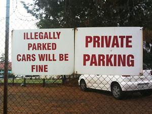 Незаконно припаркованные машины будут нормальны. Частная парковка