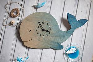 To have a whale of a time — приятно проводить время, весело проводить время